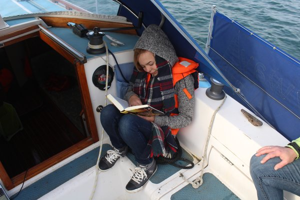 Meryl reading (how to sail in 60 min)